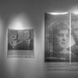 Kody Pamięci / Codes of Memory. 2004 © K. Cichosz. Fotoinstalacja. Transparentny materiał fotograficzny, elementy metalowe, plexi