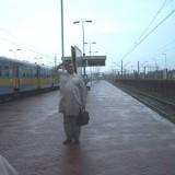 """""""Cześć"""", akcja Cezarego Bodzianowkiego Dworzec Łódź Kaliska, 21.06.07. godz.20.06 (pierwszy dzień lata) ,peron 2"""