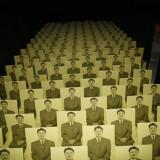 Chińczycy oglądają reklamę Atlasa Sztuki, Łódź Biennale 2006