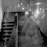 Akt Wschodzący po schodach